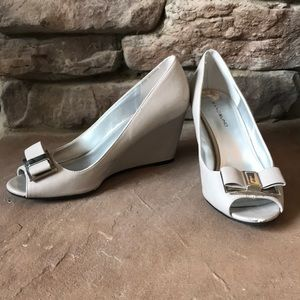 Gray Bow Wedges